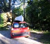 Auto mit Kanu-Top