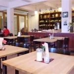 Im Café Fausto